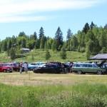 Mange retrobiler på vestsiden av Buåa. Foto: Hans Dyblie