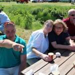 De voksne trivdes godt med sol og kaffe. Foto: Hans Dyblie
