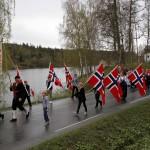Fane og flaggborg leder an langs Klanderudtjernet.